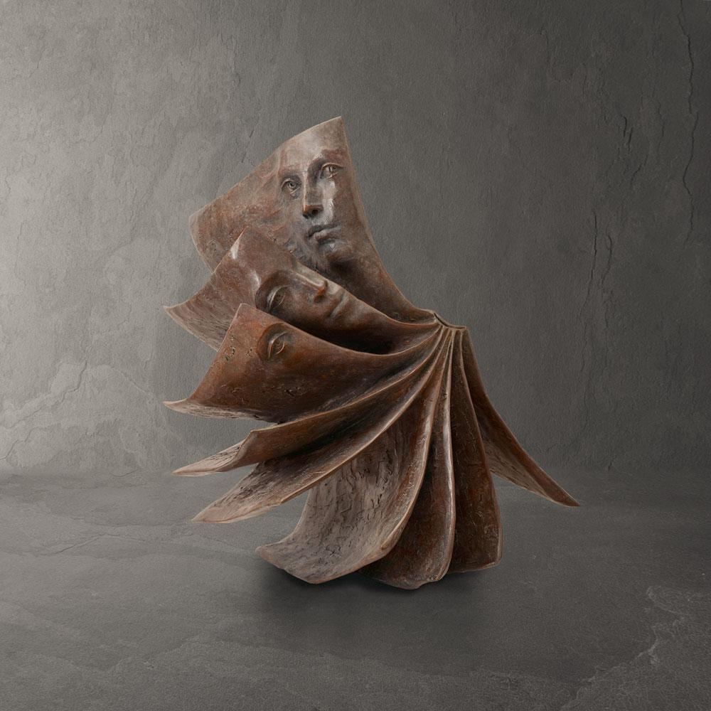 Falling book - Paola Grizi - sculpture bronze - © Casart