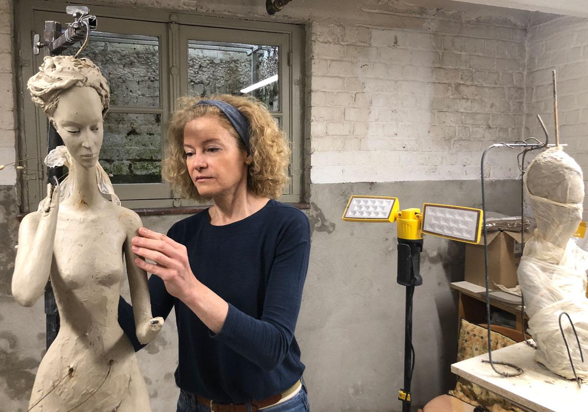 Hedwige Leroux en atelier - Casart