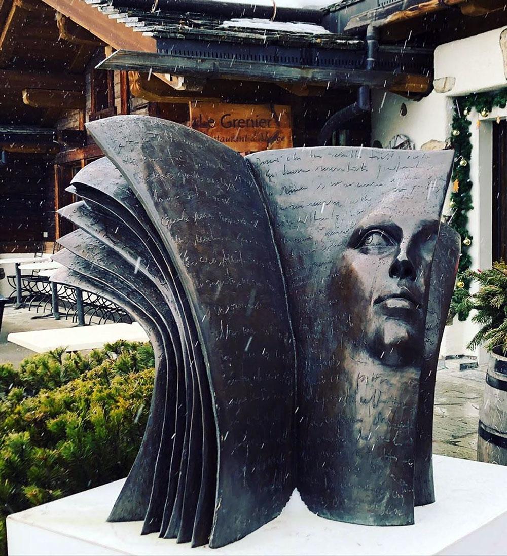 Paola Grizi - statue - livre